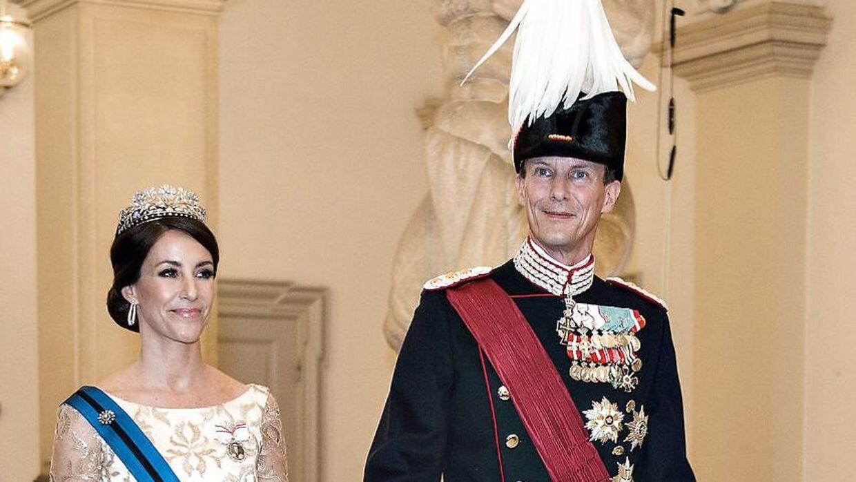 Prins Joachim og prinsesse Marie er flyttet til Frankrig. Alligevel får han en stigning i sin apanage.