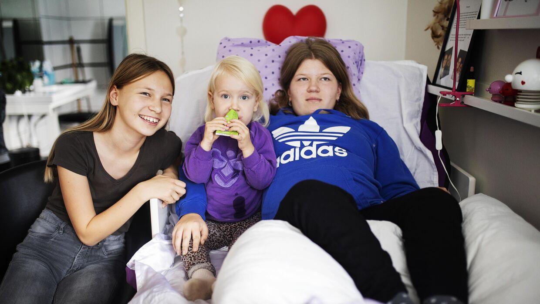 Johanne ses her sammen med sine to søskende. De fejler ingenting. Foto: Carsten Bundgaard.