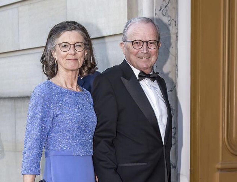 Lego-ejerne Camille Kirk kristiansen og hendes mand, Kjeld Kirk Kristiansen, er tætte med kongehuset. Kjeld Kirk kristiansen er udnævnt til kammerherre, og parret var inviteret med til prinsesse Benediktes 75-års fødselsdag på Amalienborg i april.
