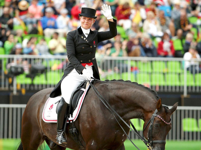 Ecco-arvingen Anna Kasprzak er vild med heste. Her ses hun ved OL i Rio på hesten Donnperignon.
