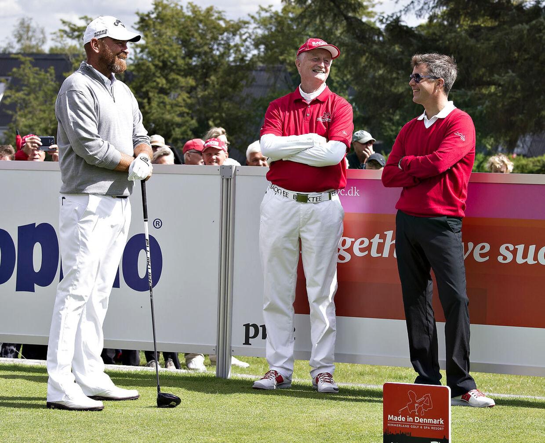 Lars Larsen var også vild med golf. Her ses han sammen med kronprins Frederik og Thomas Bjørn.