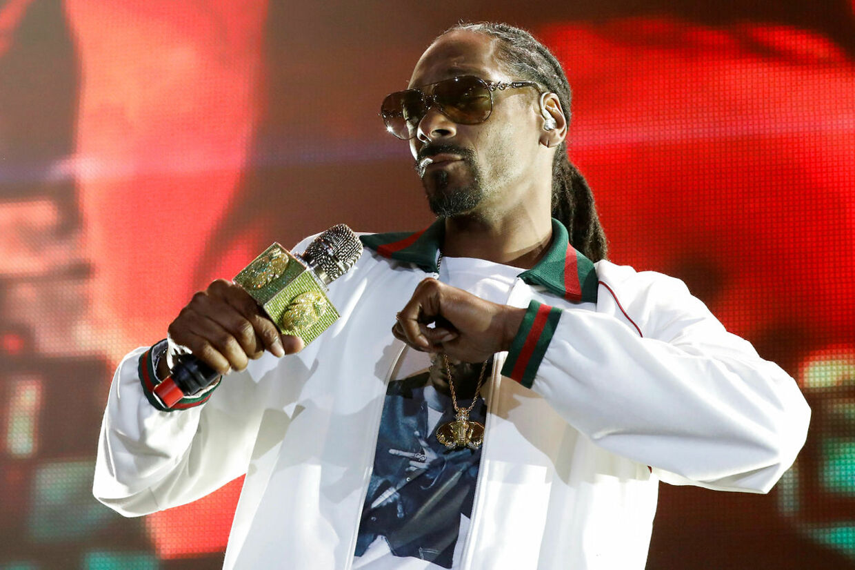 Rapper Snoop Dogg performs at ComplexCon in his hometown of Long Beach, California, U.S. November 6, 2016. REUTERS/Jonathan Alcorn
