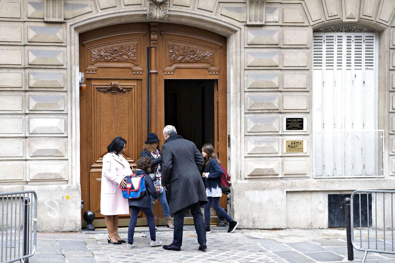 Her går prins Joachim og prinsesse Maries børn i skole. Privatskolen Monceau i Paris. Det er ikke hverken Marie eller børnene på billedet.