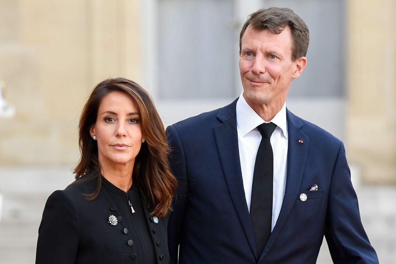 Joachim og Marie ser ud til at være faldet godt til i Paris. I hvert fald så deres børn glade ud, da de mandag morgen skyndte sig i skole.