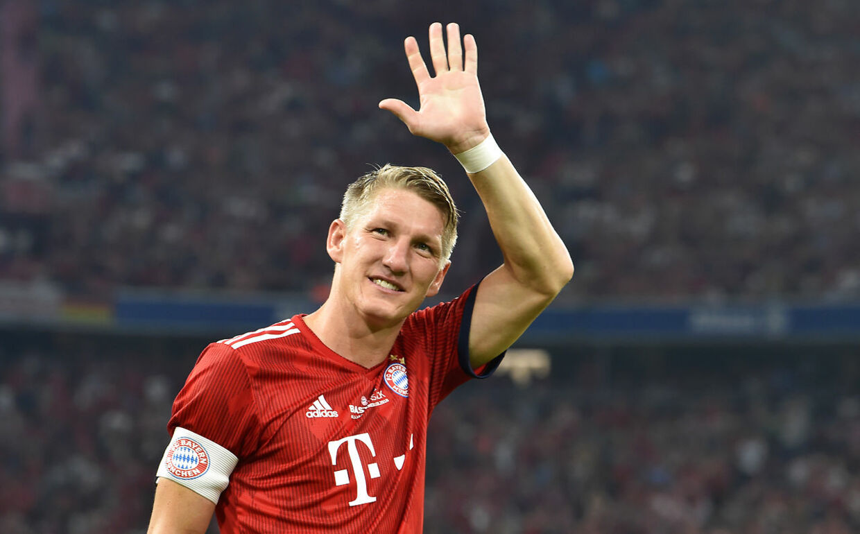 Former Bayern Munich's midfielder Bastian Schweinsteiger waves during he come for the second time of his farewell match for Bastian Schweinsteiger between his former teams FC Bayern Munich and Chicago Fire in the stadium in Munich, southern Germany, on August 28, 2018.  Christof STACHE / AFP