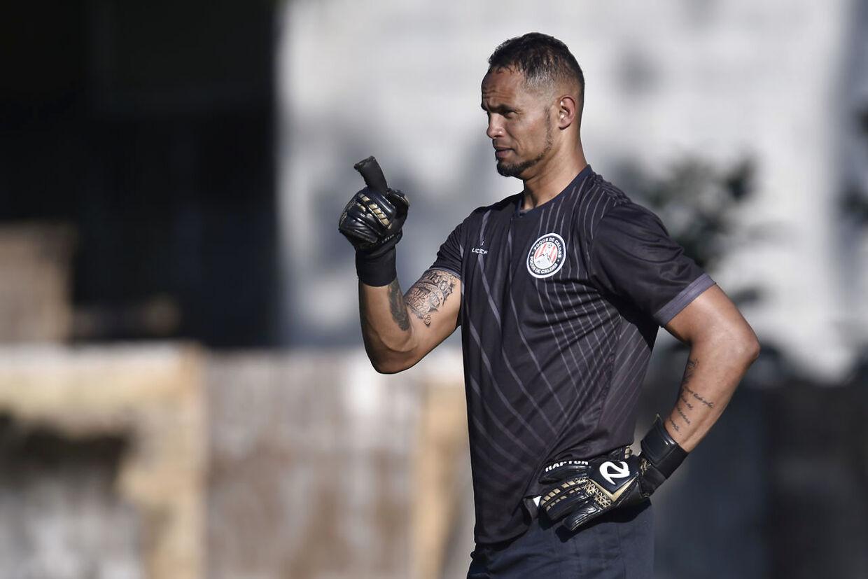 Bruno Fernandes i aktion med sit nye hold, Poços de Caldas.