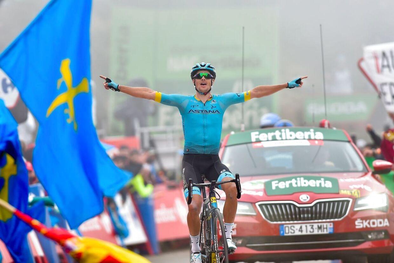 Jakob Fuglsang fejrer La Vuelta-sejren.
