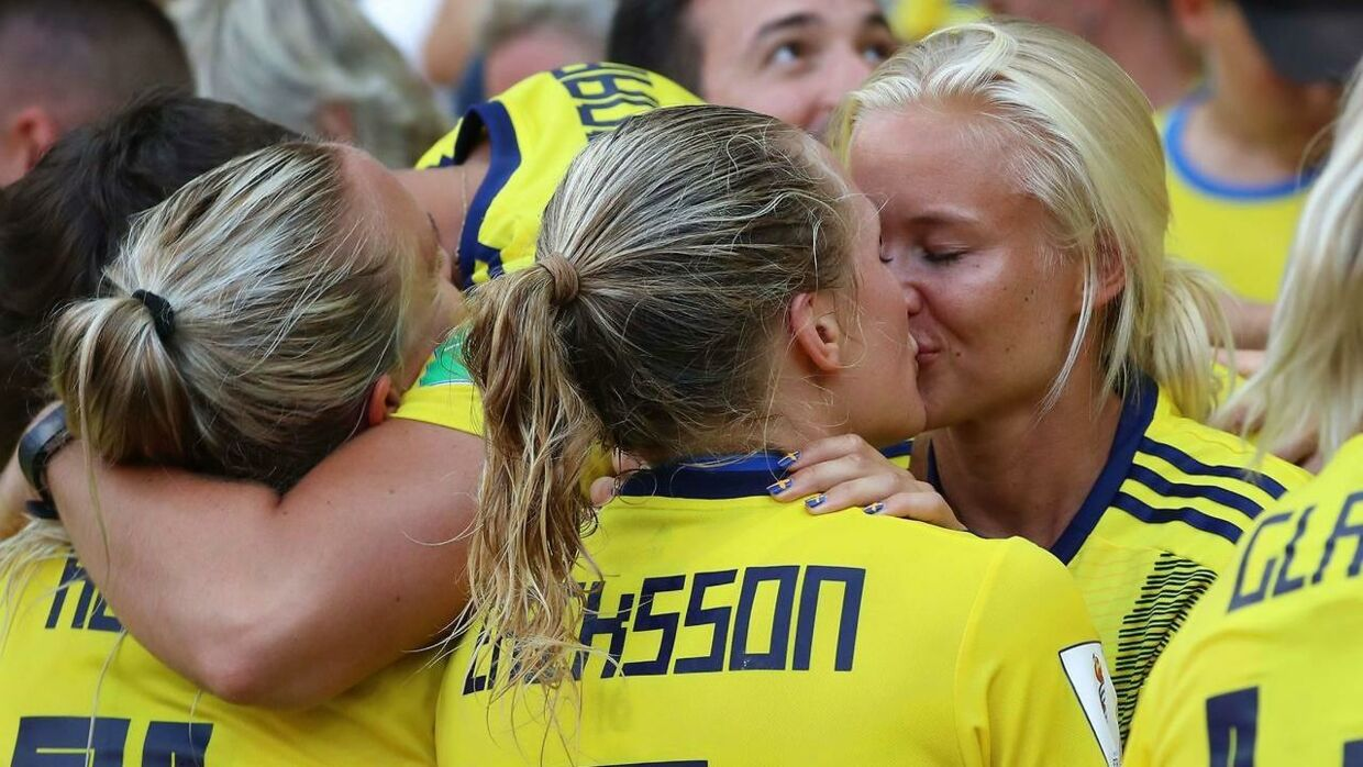TOPSHOT - Sweden's defender Magdalena Eriksson (C) kisses her girlfriend as she celebrates her team's victory at the end of the France 2019 Women's World Cup third place final football match between England and Sweden, on July 6, 2019, at Nice stadium in Nice south-eastern France. (Photo by Valery HACHE / AFP)