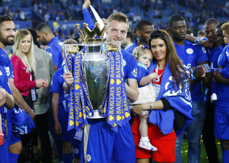 Rebekah Vardy med Jamie Vardy, da Leicester vandt Premier League.