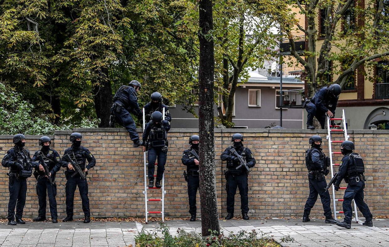To personer blev dræbt, og to blev såret under angrebet i den østtyske by Halle onsdag.