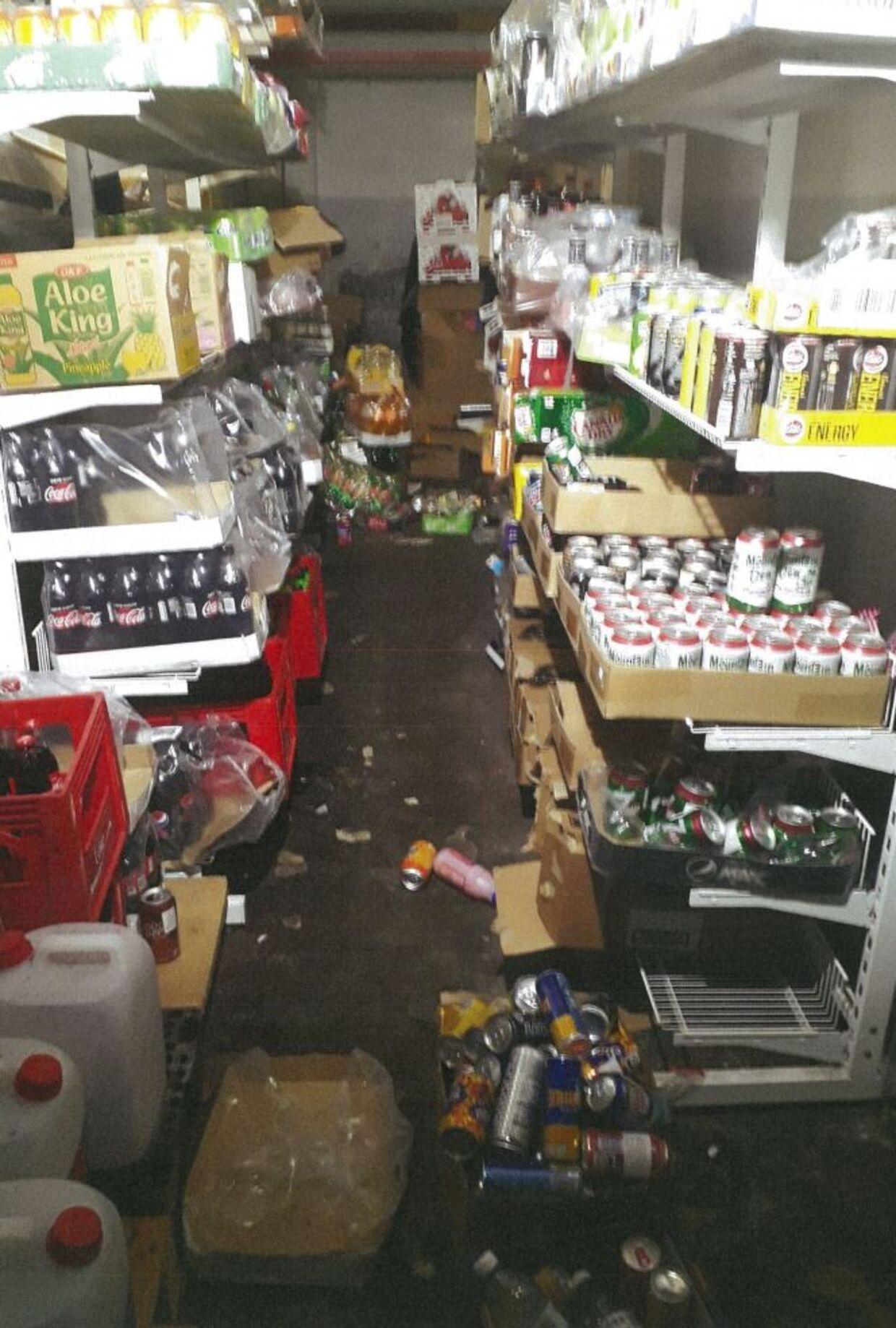 Lager under NamNam Slik på Frederikssundsvej i udkanten af Nørrebro. I juni 2017 tog Fødevarestyrelsen og skattemyndighederne butikken i at have solgt 68 ton slik, som ejeren af butikken ikke kunne fremvise faktura på, hvor han havde købt. Firmaet bag butikken blev politianmeldt. Billedet stammer fra kontrolaktionen.