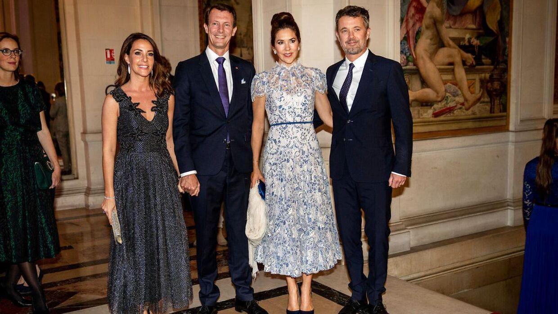 Kronprins Frederik og kronprinsesse Mary blev modtaget af prins Joachim og prinsesse Marie ved en middag på rådhuset i Paris.