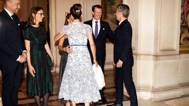 Kronprins Frederik og kronprinsesse Mary bliver modtaget af prins Joachim og prinsesse Marie ved en middag på rådhuset i Paris, Hotel de Ville, under Kronprinsparrets erhvervsfremstød i Paris, tirsdag den 8. oktober 2019. Kronprinsparrets besøg i Paris har især fokus på energi og sundhed. (Foto: Ida Marie Odgaard/Ritzau Scanpix)