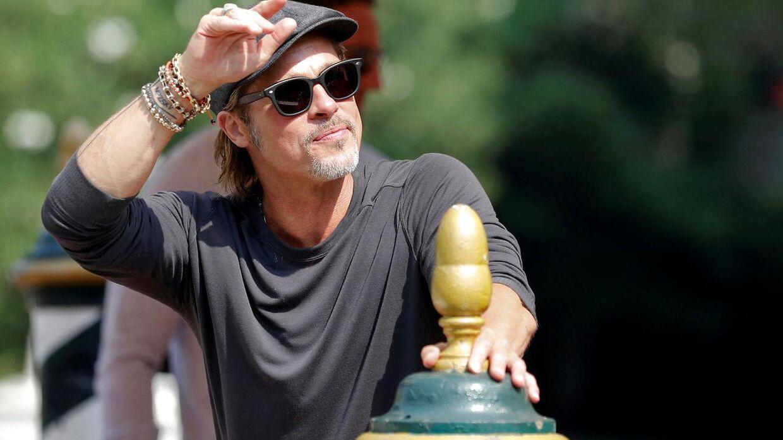 Brad Pitt har ofte en afslappet stil – selv når der er fotografer til stede.