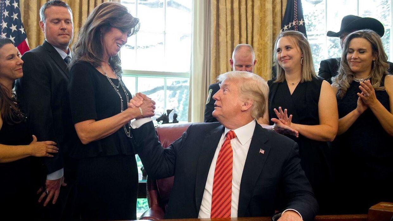 Tammie Jo Shults modtog stor hæder for sin nødlanding af flyet. Bl.a. fra USA's præsident, Donald Trump.