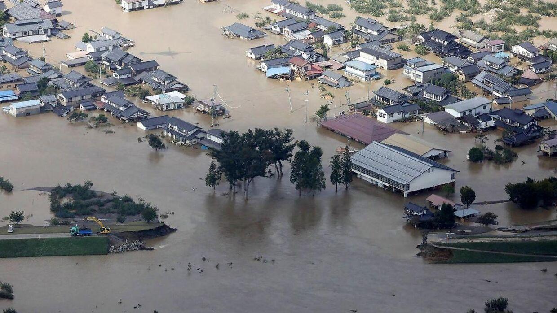 Huse oversvømmet af vand fra Chikuma-floden i Nagano.