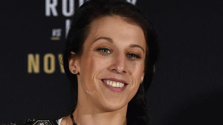Joanna Jedrzejczyk gennemførte en kamp med en brækket fod.