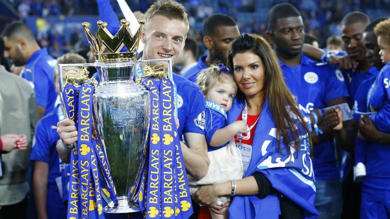 Jamie Vardy støtter sin hustru. Det har han nu vist ved at slette Wayne Rooney på de sociale medier.