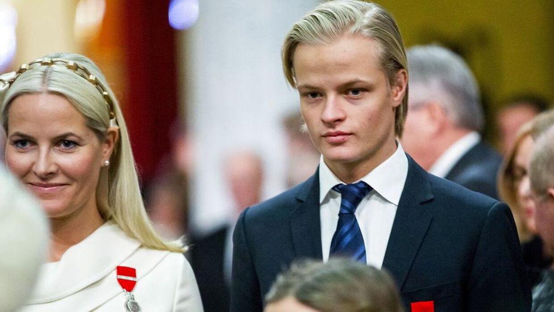 Arkivfoto. Her ses Marius Borg Høiby sammen med sin mor Mette Marit på sin højre side. Billedet er taget i 2016. EPA/VEGARD WIVESTAD GROTT NORWAY OUT