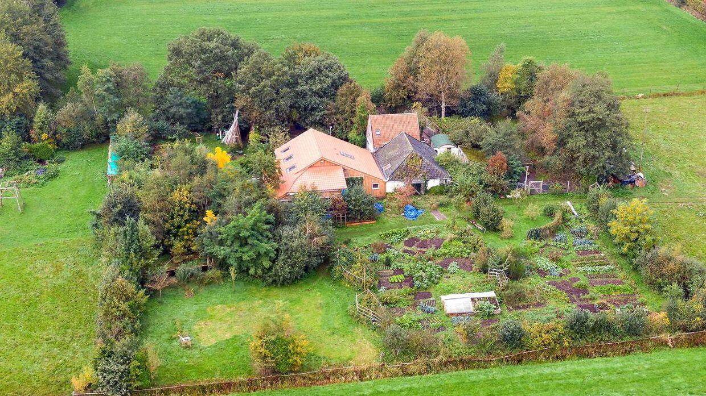 Det var på denne gård, at familien på syv år blev fundet.
