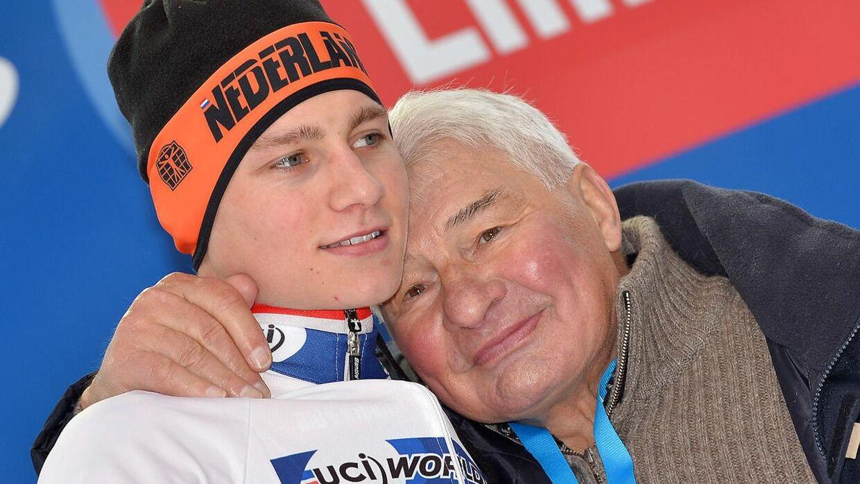 Raymond Poulidor er også indlagt på hospitalet. Her ses han med barnebarnet, stjernen, Mathieu Van Der Poel.