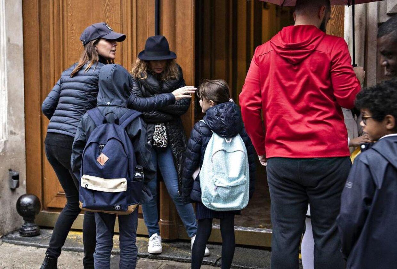B.T. mødte prinsesse Marie og børnene foran privatskolen Monceau i Paris tirsdag den 8. oktober.