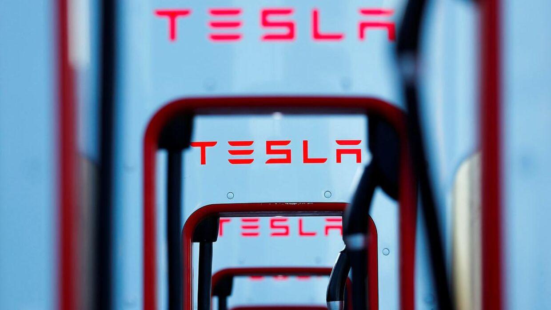 Tesla lukker deres prestigebutik i København.
