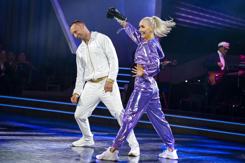 Mikkel Kessler og Mille Funk når lige at danse i 'Vild med dans', før den tidligere bokser må videre. (Foto: Martin Sylvest/Ritzau Scanpix)