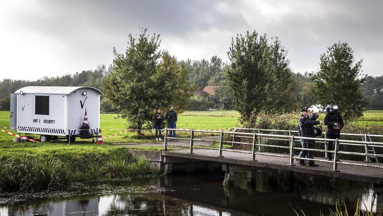 Her undersøger politiet grunden i Ruinerwold, hvor familien blev fundet.