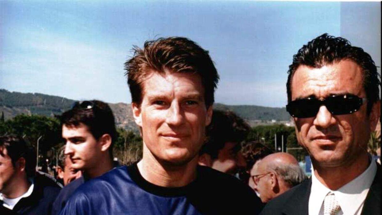 Michael Laudrup og Hristo Stoichkov (th.) inden en testemonialkamp på Johan Cruyffs Barcelona Dream Team for mange år siden.