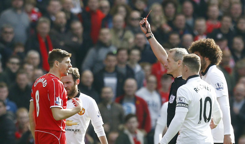 Steven Gerrard fik direkte rødt for en stempling på Ander Herrera.