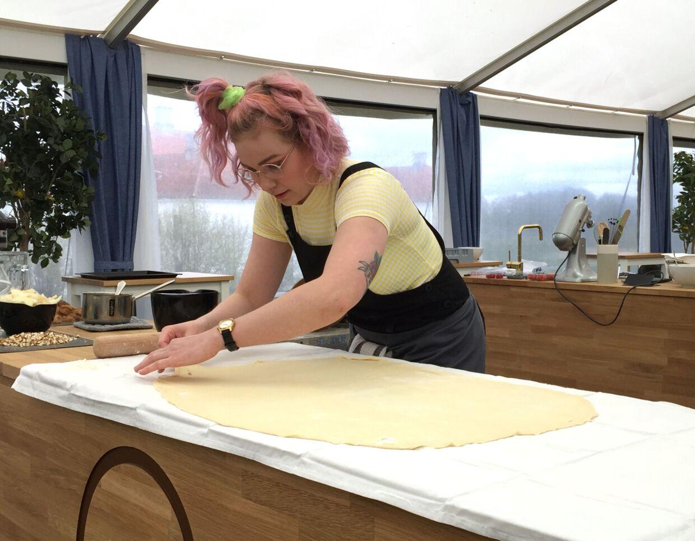 Det går helt galt for Beate, da deltagerne skal bage en østrigsk strudel i lørdagens afsnit af 'Den store bagedyst'.