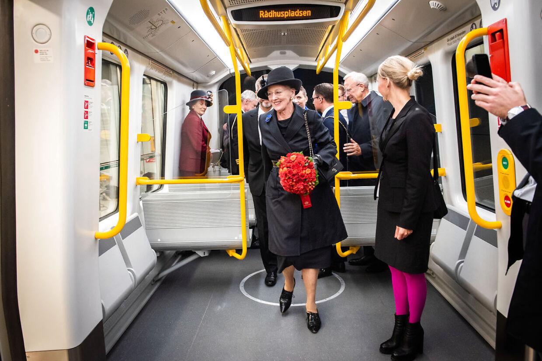 Dronning Margrethe tager en tur i den nye metrolinje Cityringen den 29. september 2019.
