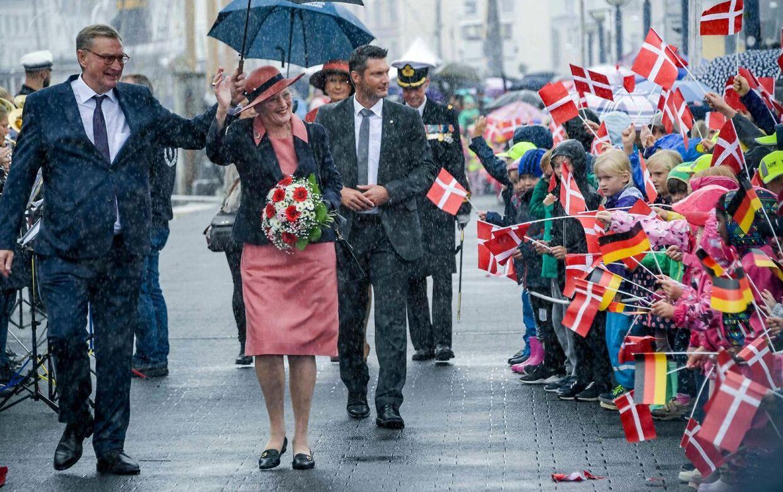 Dronning Margrethe ankommer med Kongeskibet Dannebrog til Flensborg Havn og modtages på havnen den 3. september 2019.