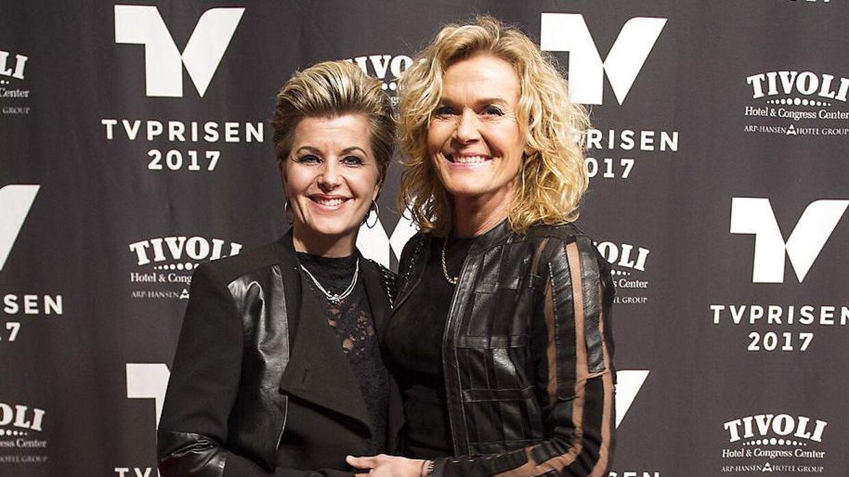 Charlotte Bøving med sin ekskone Pernille til Tv-prisen i 2017.