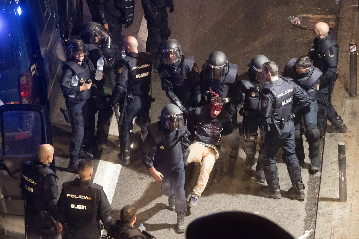 epa07931532 A group of police officers detain a demonstrator during the clashes after thousands of people took part in one of the so-called 'Marches for Freedom' in Barcelona, Spain, 18 October 2019. Catalonia region lives its fourth general strike in two years in connection with the pro-independence process, a strike call that finishes a week of protests against the sentence against the Catalan accused in the 'proces' trial for their role in the organization of the illegal independence referendum held back in October 2017. EPA/MARTA PEREZ