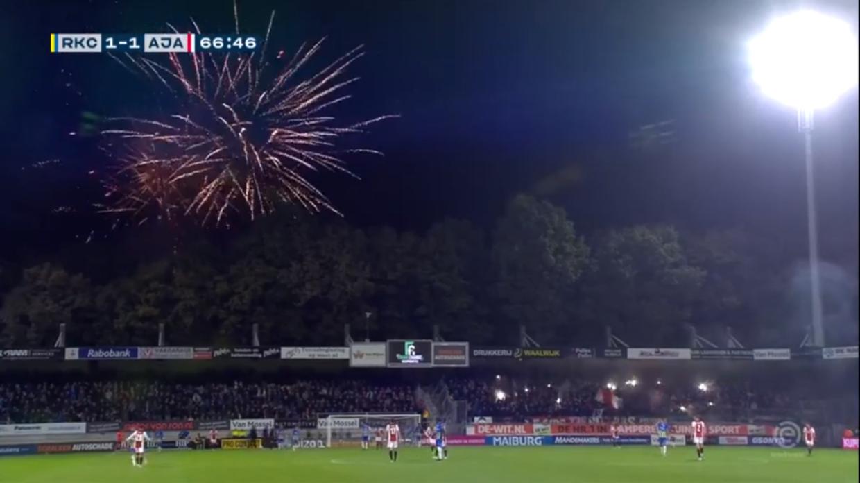 Kampen mellem RKC Waalwijk og Ajax Amsterdam blev afbrudt efter 69 minutter.