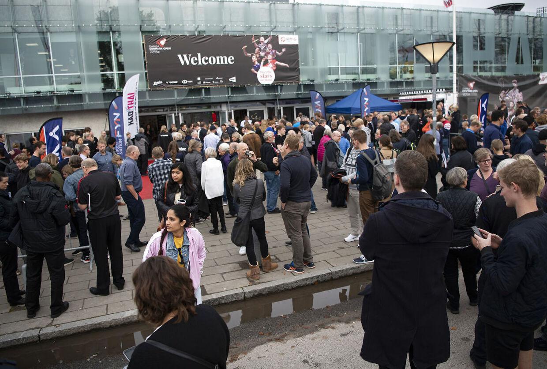 Menneskemængden blev ført ud af hallen i Odense ved Denmark Open.