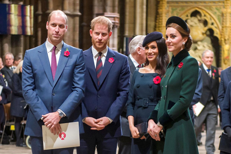 De to brødre fotograferet med deres hustruer, hertuginde Kate og hertuginde Meghan. (Arkivfoto)