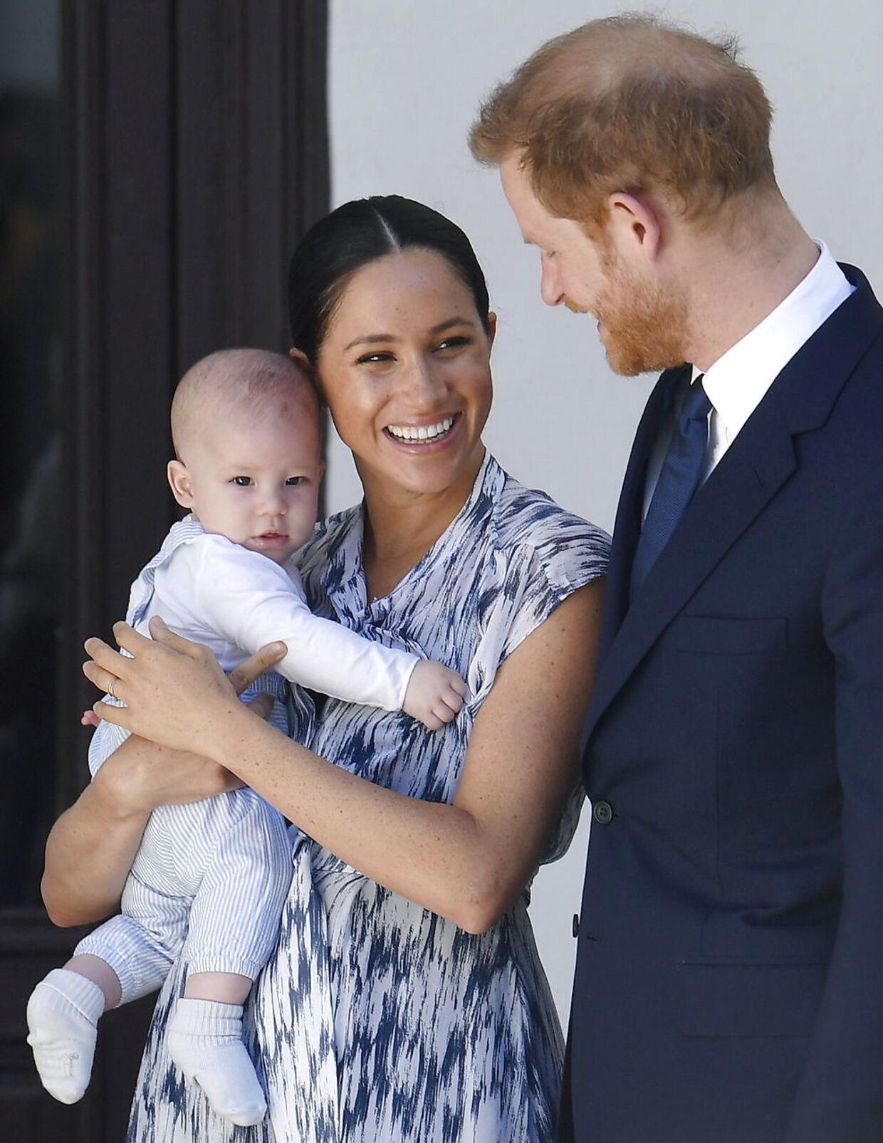 Selv om de var pressede, så var der alligevel tid til store smil for den royale familie på turen til Afrika.