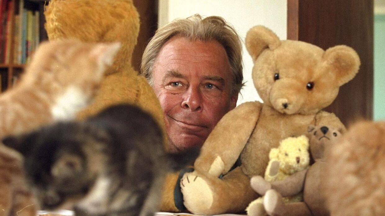 Peter Lautrop i sin tid som formand for Bamsernes Befrielses Front, som arbejdede for at befri bamser og skaffe dem nogle gode hjem.