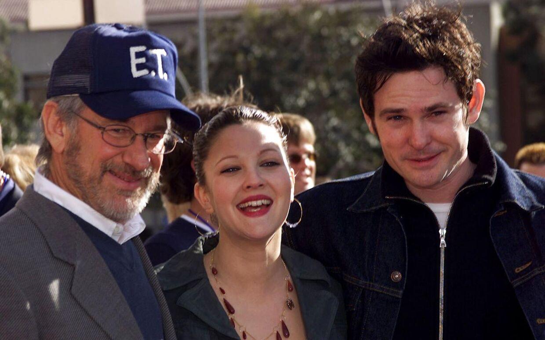Instruktør Steven Spielberg (tv.), Drew Barrymore (i midten) og Henry Thomas (th.) ved 20-års jubilæet for 'E.T.'.