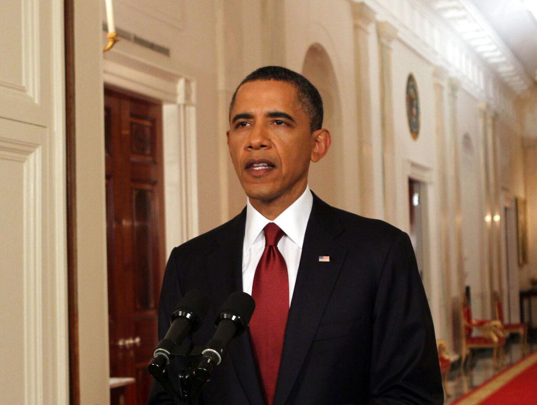 Da Præsident Obama den 1. maj 2011 anoncerede Osama Bin Laden død skete det nøgternt på en lang gang, uden stærke symboler i baggrunden.