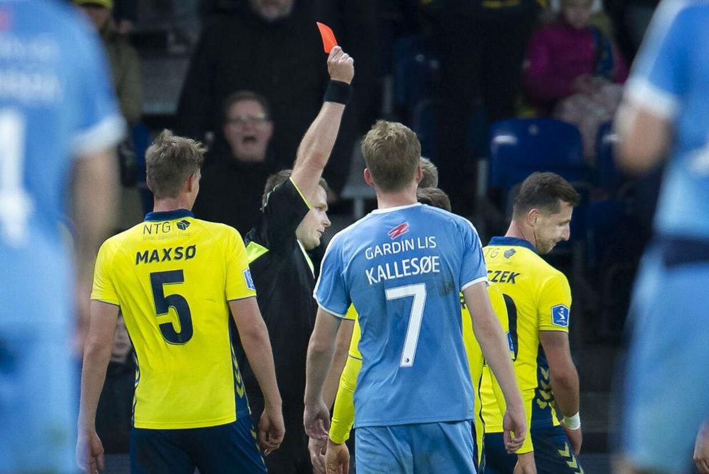 Brøndbys Kamil Wilczek får rødt kort under superligakampen mellem Brøndby-Randers FC på Brøndby Stadion, søndag den 27 oktober 2019.