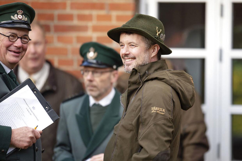 Kronprins Frederik var mandag vært ved en kongejagt i Gludsted Plantage.