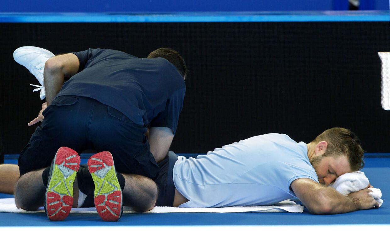 Den amerikanske tennisspiller Jack Sock behandles for en rygskade 2. januar i år ved Hopman Cup i Perth.