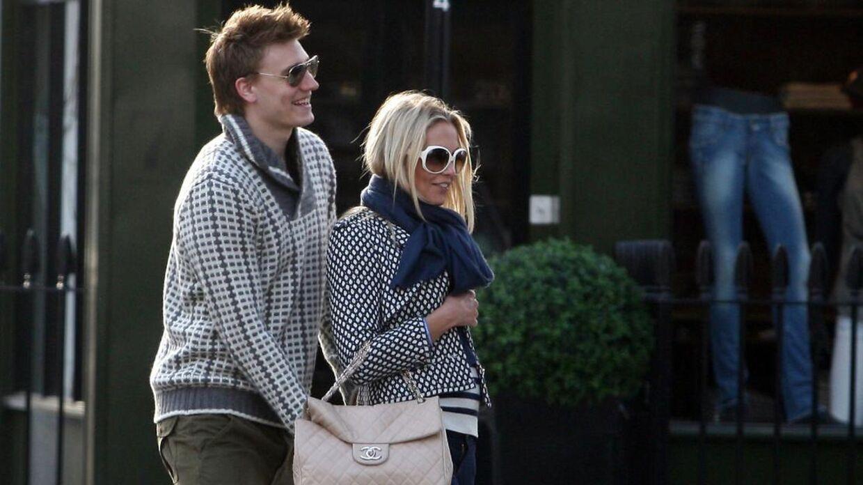 Nicklas Bendtner og Caroline Fleming i 2010, da de var nyforelskede, og Arsenal-spilleren netop var flyttet ind hos hende i London. (Foto: Scanpix)
