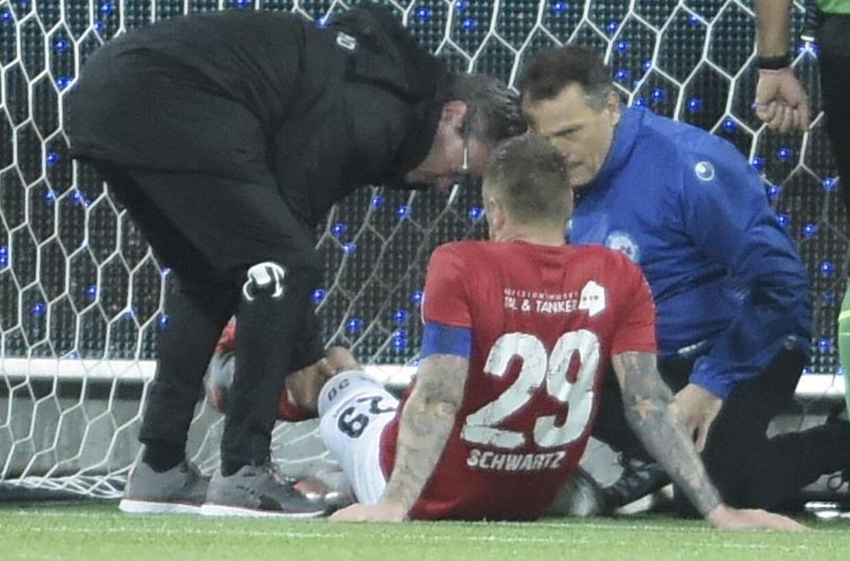 Silkeborg-angriberen Ronnie Schwartz udgik af mandag aftens Superliga-kamp med en knæskade.