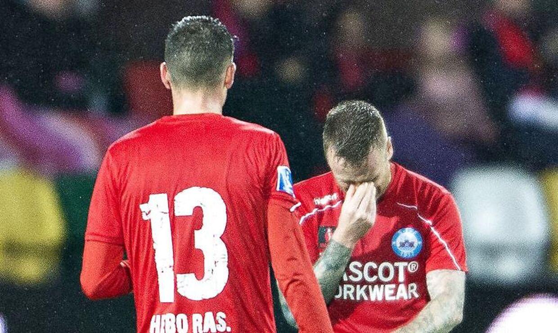 Silkeborg-angriberen Ronnie Schwartz forlod mandag aften JYSK park med tårer i øjnene efter at have pådraget sig en knæskade i Superliga-kampen mod Brøndby IF.