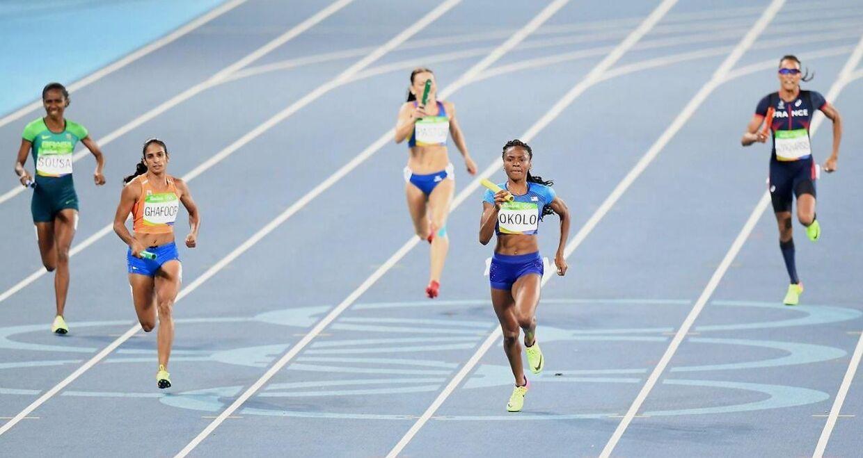 Her deltager Madiea Ghafoor (nummer to fra venstre) ved 4x400-meter i Rio til OL i 2016.